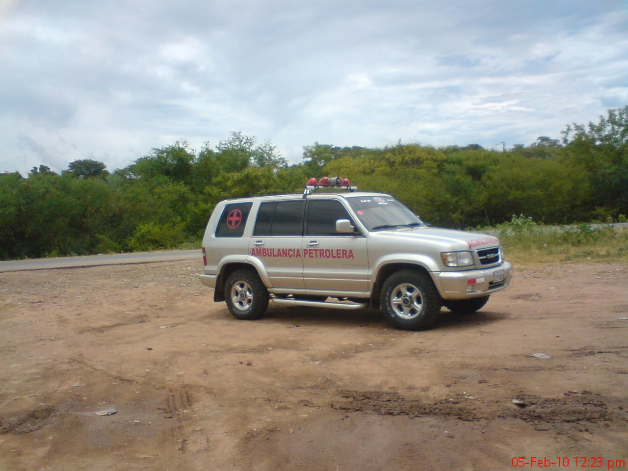 CS. Servicios  Ambulancia Isuzu Trooper 4x4 Mod. 2000