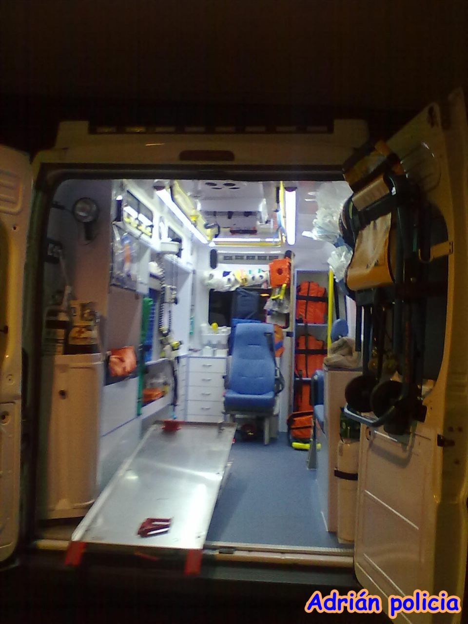 interior de la UVI móvil (Ambulancias Barbate)