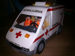 Ambulancia Cruz Roja Playmobil (frontal)